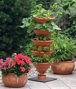 Vertical Garden XL terracotta: Das Turm-Hochbeet mit der größten Nutzfläche – auf kleinstem Raum!